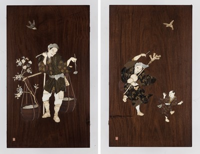 Lot 80 - A PAIR OF LARGE SHIBAYAMA-INLAID WOOD PANELS OF STREET VENDORS