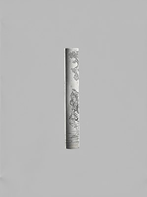 Lot 25 - YAMASHITA KARYU: A FINE SILVER KOZUKA WITH GAMA SENNIN, WITH NBTHK CERTIFICATE