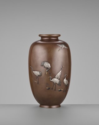 Lot 12-YAMAMOTO KOKEN: A FINE INLAID BRONZE VASE WITH CRANES