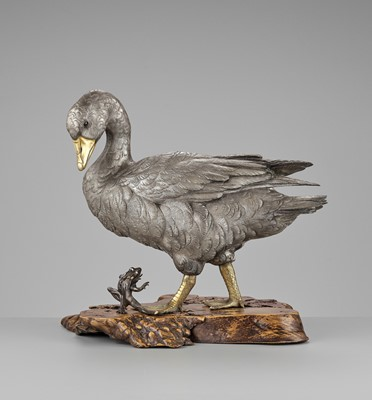 Lot 11 - OSHIMOTO SEIJI: AN EXTREMELY FINE AND LARGE PARCEL-GILT AND SILVERED BRONZE OKIMONO OF A GOOSE STEPPING ON A FROG