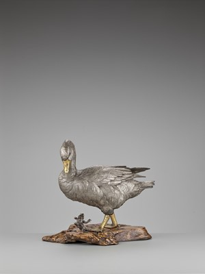 OSHIMOTO SEIJI: AN EXTREMELY FINE AND LARGE PARCEL-GILT AND SILVERED BRONZE OKIMONO OF A GOOSE STEPPING ON A FROG