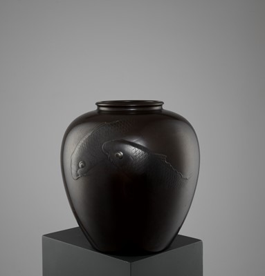 Lot 7-GYOKUHO: A MASSIVE BRONZE VASE WITH SWIMMING CARPS