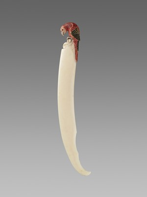 Lot 95 - A DECORATIVE IVORY DAGGER WITH A LONG-TAILED PARROT