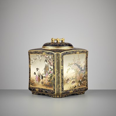 Lot 117 - KINKOZAN: A SUPERB AND LARGE SATSUMA CERAMIC LIDDED JAR WITH POLYCHROME ENAMELS AND GOLD PAINTING ON A MIDNIGHT BLUE GROUND