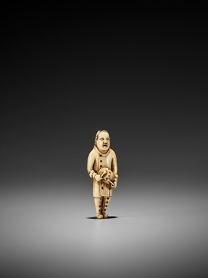 Lot 33 - A RARE IVORY NETSUKE OF A DUTCH CHILD PLAYING THE DRUM