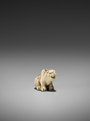 Lot 65 - HAKURYU: A FINE IVORY NETSUKE OF A TIGER