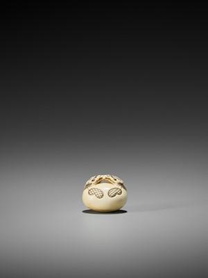 Lot 87-KAIGYOKU MASATSUGU: AN IVORY NETSUKE OF A MOKUGYO, EX TOMKINSON AND BUSHELL