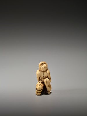Lot 18 - A RARE AND EARLY IVORY NETSUKE OF A MONKEY WITH YOUNG