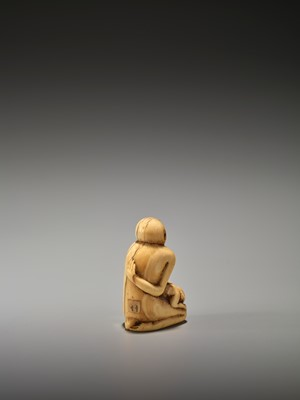 Lot 18-A RARE AND EARLY IVORY NETSUKE OF A MONKEY WITH YOUNG