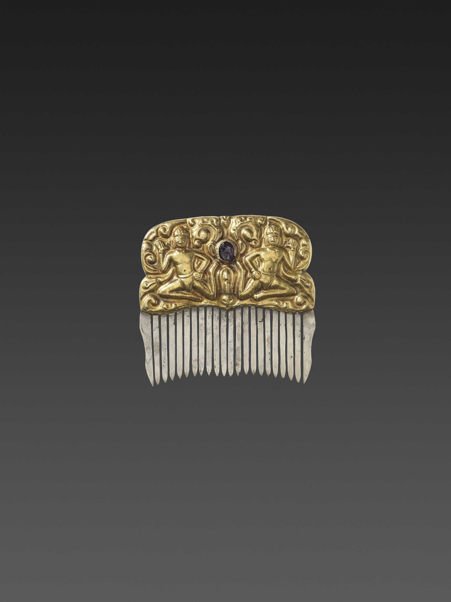 Lot 15-A CHAM GEMSTONE-SET GOLD REPOUSSÉ AND SILVER HAIR COMB WITH DANCING MALE DEITIES