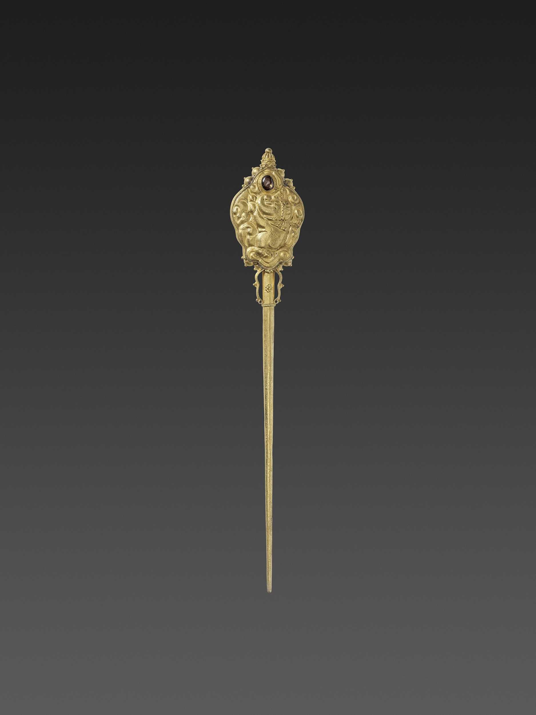 Lot 19-A CHAM GEMSTONE-SET GOLD REPOUSSÉ HAIRPIN WITH RECUMBENT ELEPHANTS