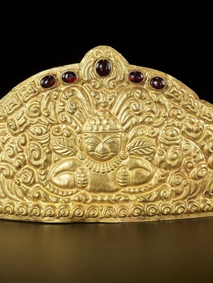 Lot 22-AN EXTREMELY RARE AND FINE CHAM GEMSTONE-SET GOLD REPOUSSÉ CROWN WITH GARUDAS