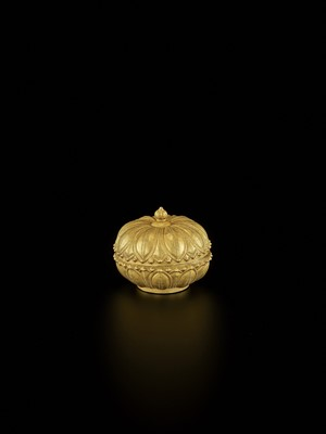 Lot 26-A RARE AND EXCEPTIONAL CHAM GOLD REPOUSSÉ 'LOTUS' MEDICINE BOX AND COVER