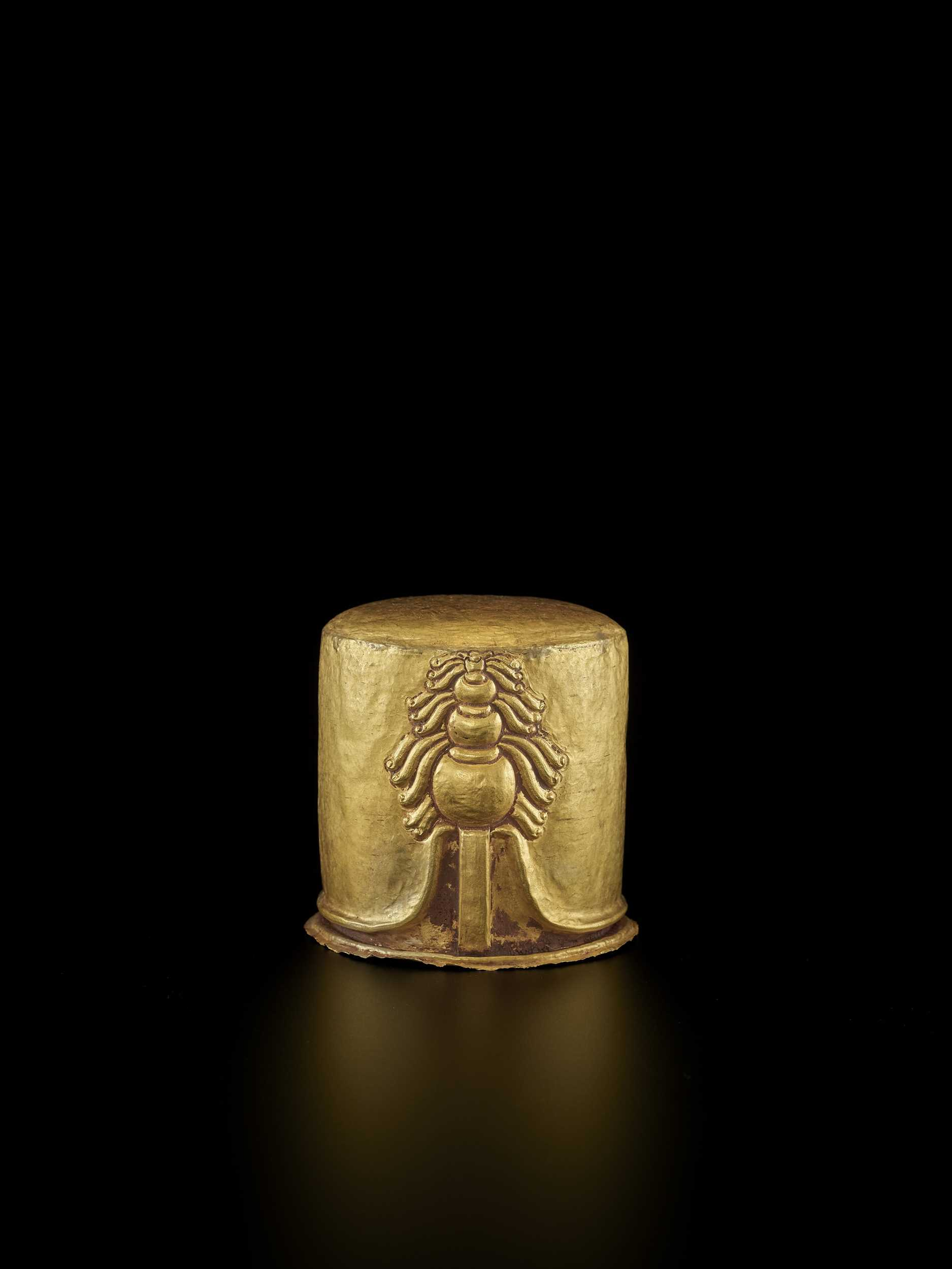 Lot 31-AN EXCEPTIONAL AND RARE CHAM GOLD REPOUSSÉ LINGAM WITH SHIVA'S LOCKS OF HAIR