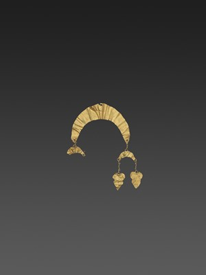 Lot 56-A BACTRIAN GOLD 'CRESCENT MOON' HAIR ORNAMENT