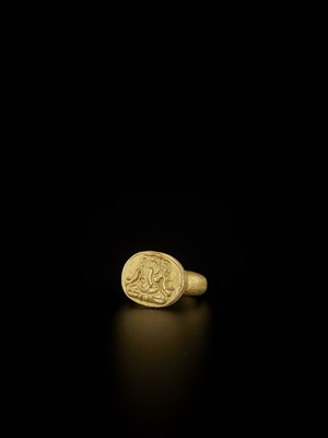 Lot 64-A CHAM-STYLE GOLD SEAL RING WITH RELIEF DEPICTING GANESHA