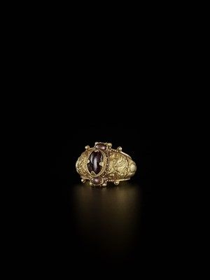 Lot 67-A CHAM AMETHYST AND CRYSTAL-SET GOLD REPOUSSÉ RING WITH NANDI