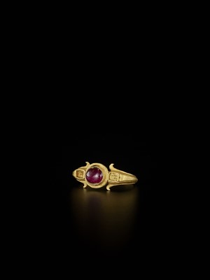 Lot 86-AN IMPRESSIVE BURMESE GOLD RING WITH A LARGE 'SANG DE PIGEON' RUBY