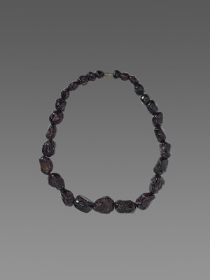 Lot 96-A PERSIAN NECKLACE WITH 27 GARNETS, EX-COLLECTION MOHAMMAD REZA PAHLAVI