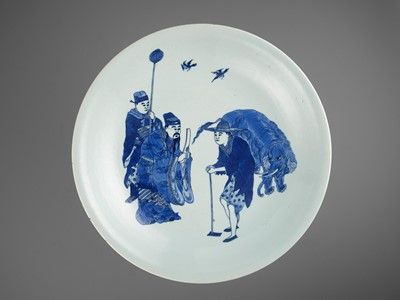 Lot 194 - A BLUE AND WHITE 'BESTOWING THE EDICT' CHARGER, KANGXI MARK AND PERIOD