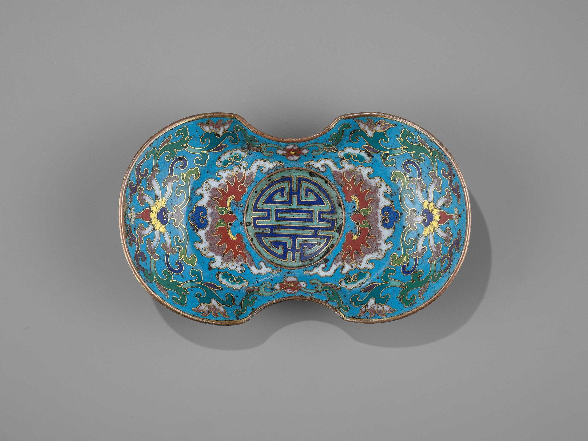 Lot 4 - A CLOISONNÉ AND GILT-BRONZE 'DOUBLE HAPPINESS' CUP STAND, QIANLONG