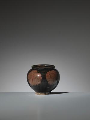 Lot 134 - A HENAN BLACK-GLAZED RUSSET-SPLASHED GLOBULAR JAR, SONG