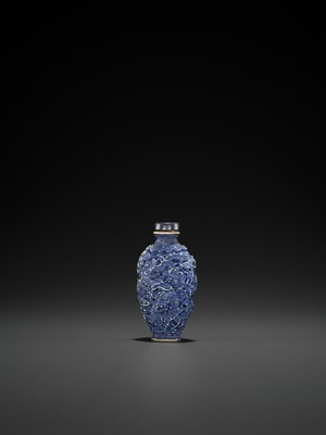 Lot 268 - A MOLDED AND GLAZED PORCELAIN 'DRAGON AND PHOENIX' SNUFF BOTTLE, QING