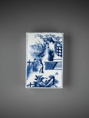 Lot 192 - A BLUE AND WHITE 'ROMANCE OF THE WESTERN CHAMBER' PORCELAIN WEIGHT, QING DYNASTY