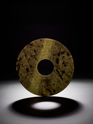 Lot 75 - A CELADON AND GREEN JADE BI DISC, WARRING STATES TO HAN DYNASTY