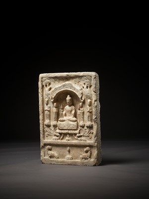 Lot 491 - AN IMPORTANT WHITE MARBLE STELE OF BUDDHA, MAUDGALYAYANA AND SARIPUTRA, NORTHERN QI