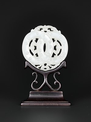 Lot 98 - A WHITE JADE OPENWORK 'LINKED RINGS' PLAQUE, QING DYNASTY