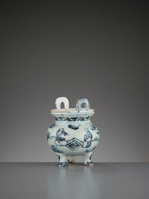 Lot 197 - A 'WEIQI PLAYERS' BLUE AND WHITE PORCELAIN TRIPOD CENSER, MING DYNASTY