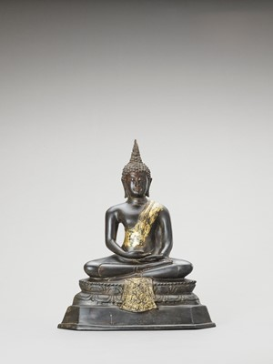 A HEAVY THAI PARCEL-GILT BRONZE OF BUDDHA