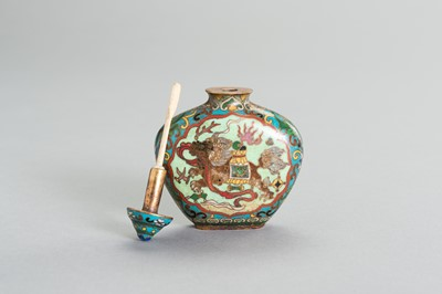 Lot 264 - AN 'ELEPHANT AND QILIN' CLOISONNE SNUFF BOTTLE