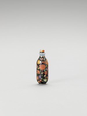A 'FLORAL' ENAMELED GLASS SNUFF BOTTLE