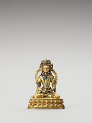 Lot 556 - A SINO-TIBETAN GILT BRONZE FIGURE OF AMITAYUS, QING