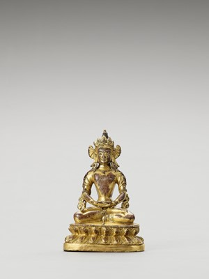 Lot 558 - A SINO-TIBETAN GILT BRONZE FIGURE OF AMITAYUS, QING