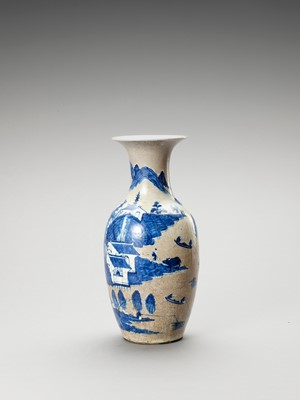 A BLUE AND WHITE PORCELAIN BALUSTER VASE, LATE QING