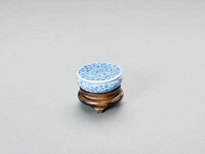 A BLUE AND WHITE PORCELAIN SEAL PASTE BOX AND COVER, LATE QING TO REPUBLIC