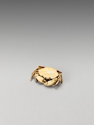 Lot 123 - A SMALL ARTICULATED IVORY OKIMONO OF A CRAB