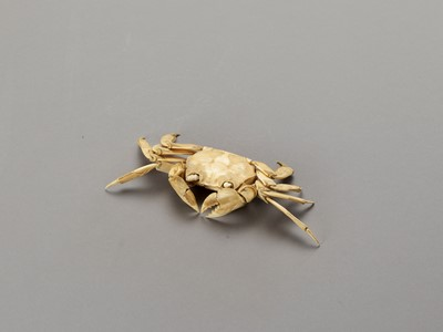 Lot 124 - A RARE AND LARGE ARTICULATED IVORY OKIMONO OF A CRAB