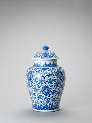Lot 1094 - A LARGE BLUE AND WHITE PORCELAIN BALUSTER VASE AND COVER