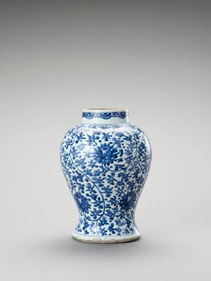 Lot 1093 - A LARGE BLUE AND WHITE PORCELAIN BALUSTER VASE