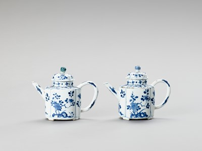 Lot 1098 - A PAIR OF BLUE AND WHITE PORCELAIN TEAPOTS