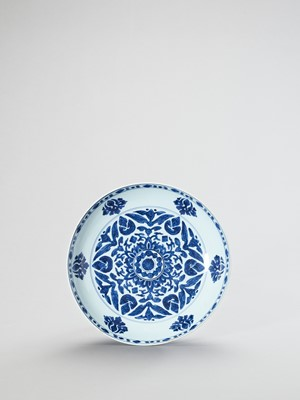 Lot 1114 - A LARGE BLUE AND WHITE PORCELAIN CHARGER