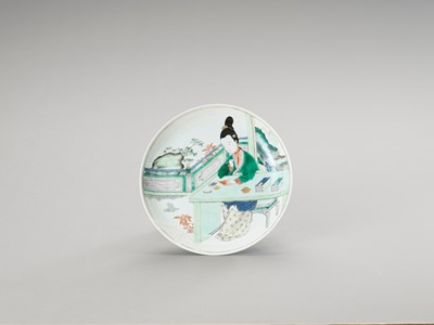Lot 1132 - A FIGURATIVE FAMILLE VERTE DISH, QIANLONG MARK AND PERIOD