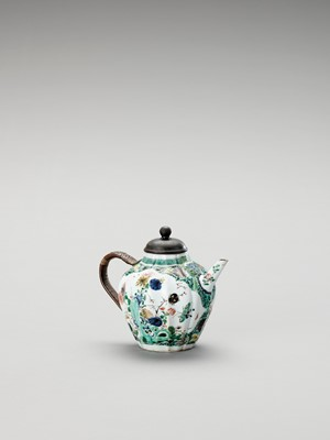 Lot 1121 - A FAMILLE VERTE TEAPOT AND COVER