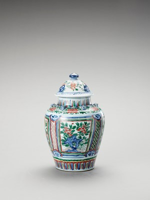 Lot 1131 - A LARGE WUCAI JAR AND COVER