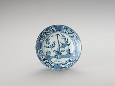 A 'KRAAK' STYLE BLUE AND WHITE PORCELAIN DISH