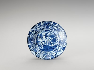 Lot 1019 - A BLUE AND WHITE PORCELAIN DISH